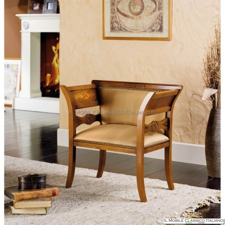 Poltroncina imbottita in legno massello art. 135
