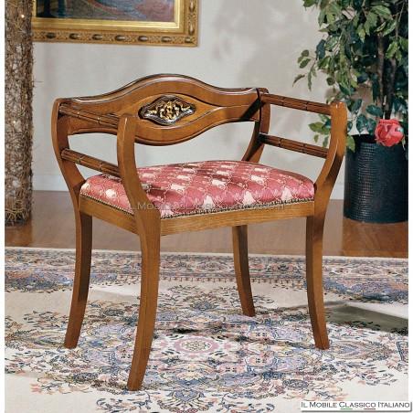 Poltroncina imbottita in legno massello art. 177