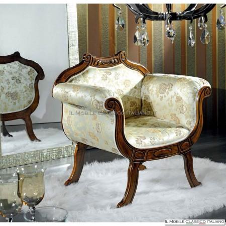 Poltroncina imbottita in legno massello art. 208