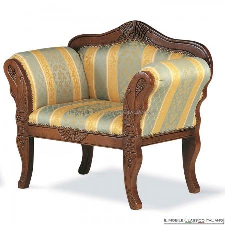 Poltroncina imbottita in legno massello art. 153