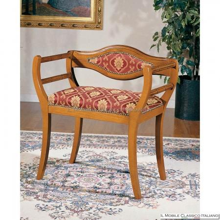 Poltroncina imbottita in legno massello art. 175