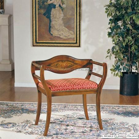 Poltroncina imbottita in legno massello art. 179