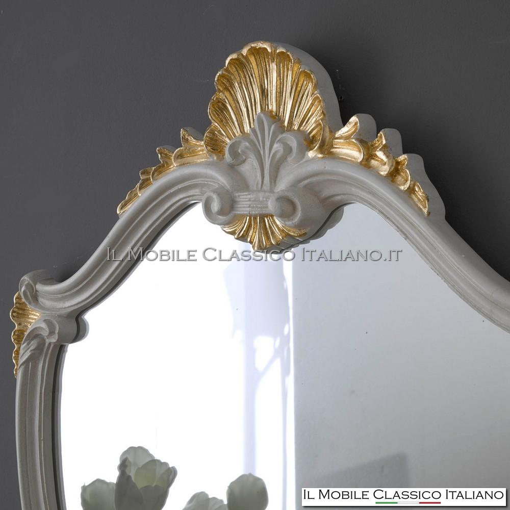 laccato avorio con particolari foglia oro patinato
