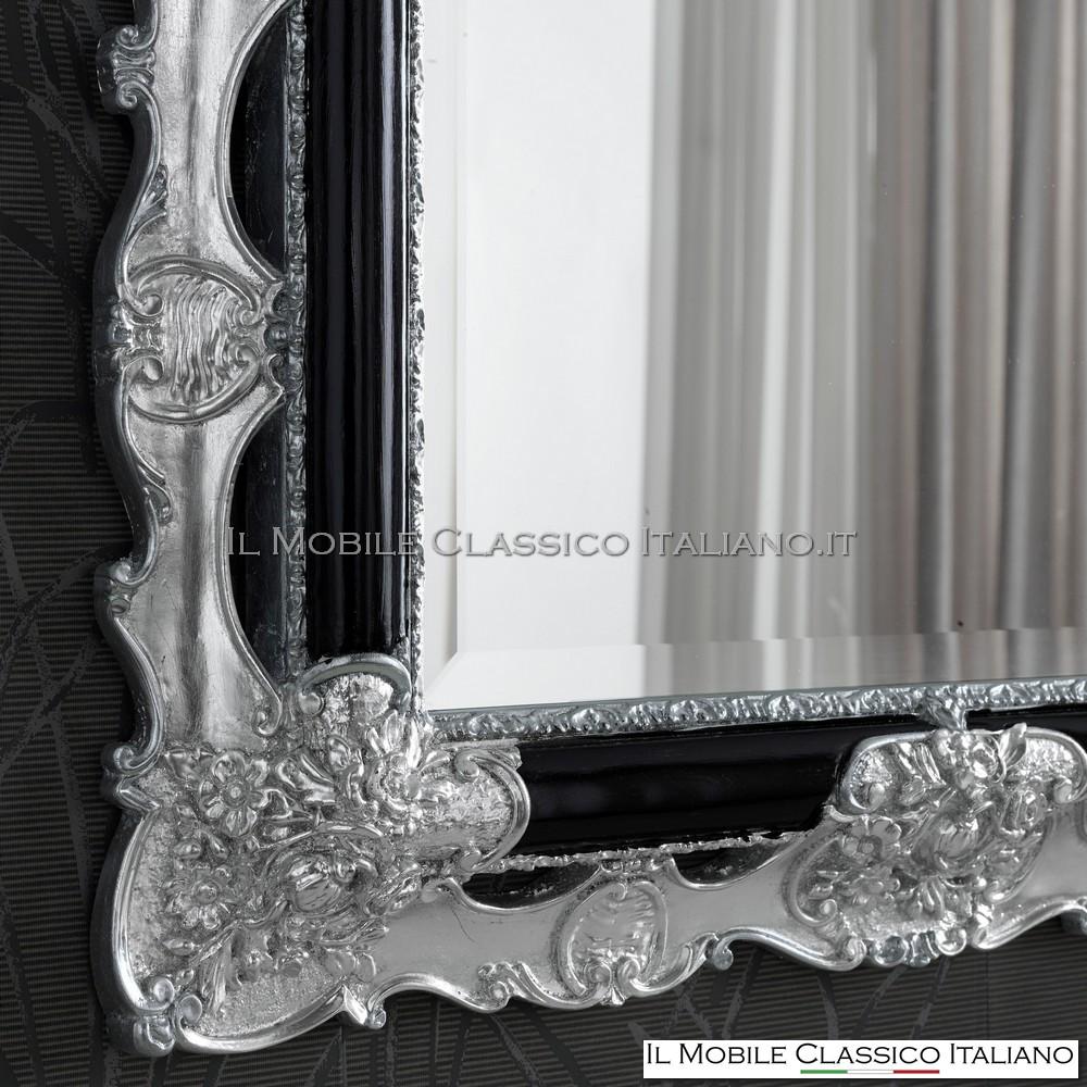 Laccato nero lucido con particolari foglia argento brillante